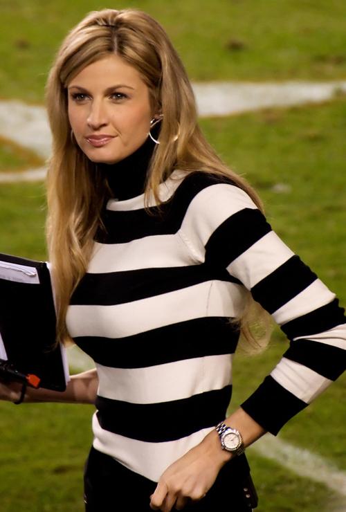 Erin_Andrews_black-and-white-stripes